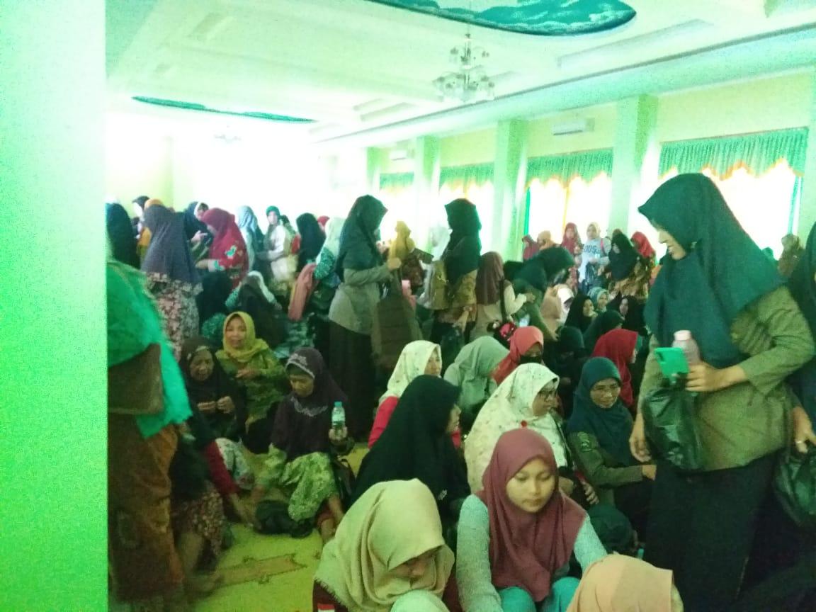 Warga Aisyiyah Karanganyar Persiapan Nobar Sembilan Putri Sejati di Aula MI Muh Karanganyar