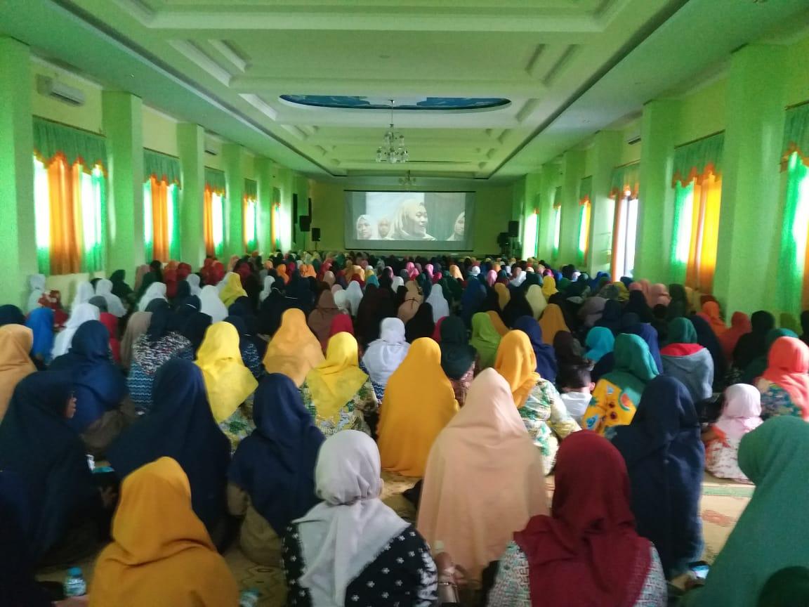 600 Warga Aisyiyah  Ikuti Nobar Sembilan Putri Sejati di MI Muh Karanganyar