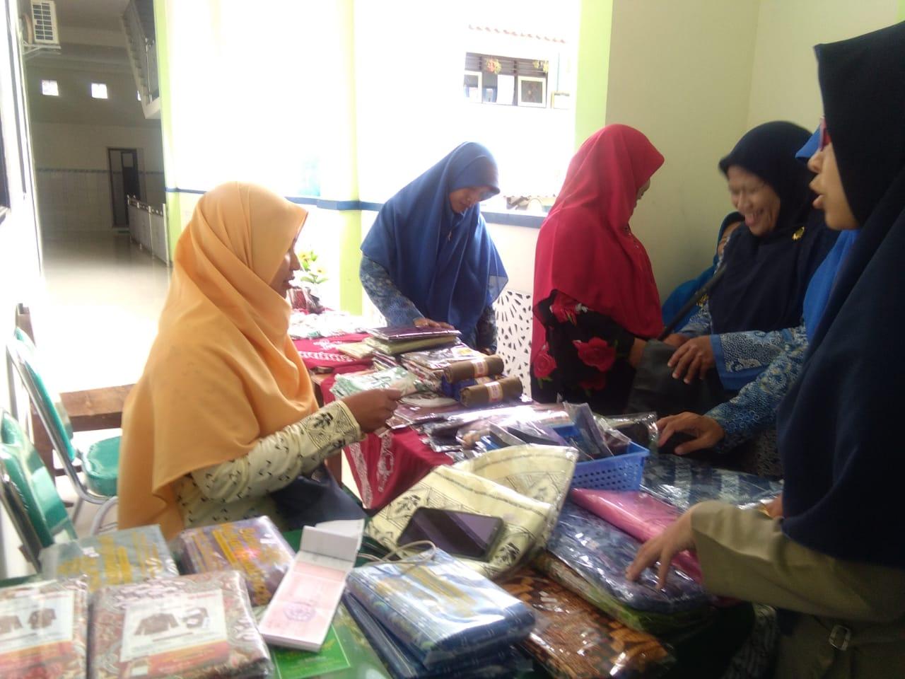 Bazar Majelis Ekonomi Saat Nobar di MI Muh Karanganyar